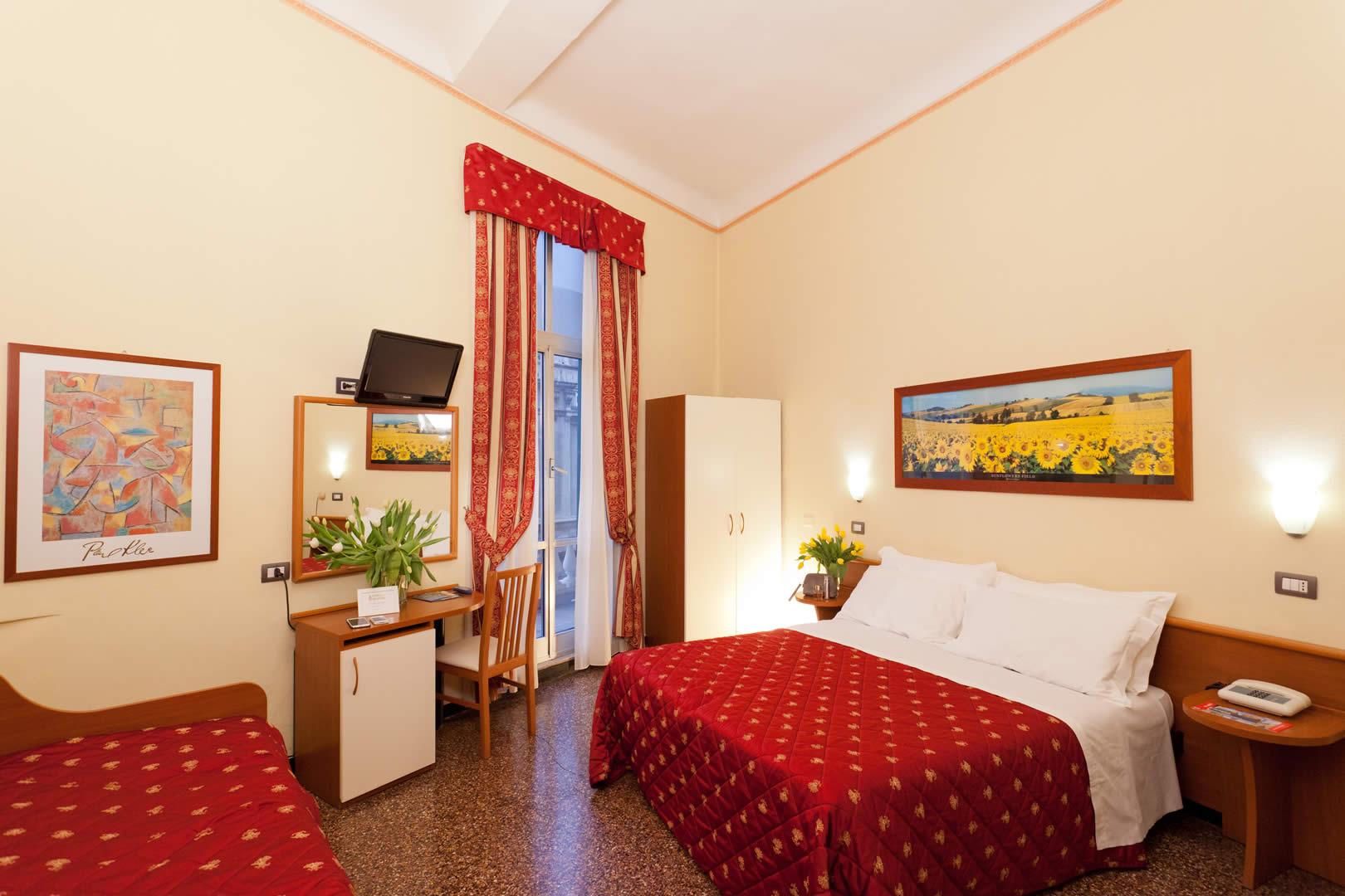 zimmer hotel genua klimaanlage wi fi parkplatz ligurien. Black Bedroom Furniture Sets. Home Design Ideas